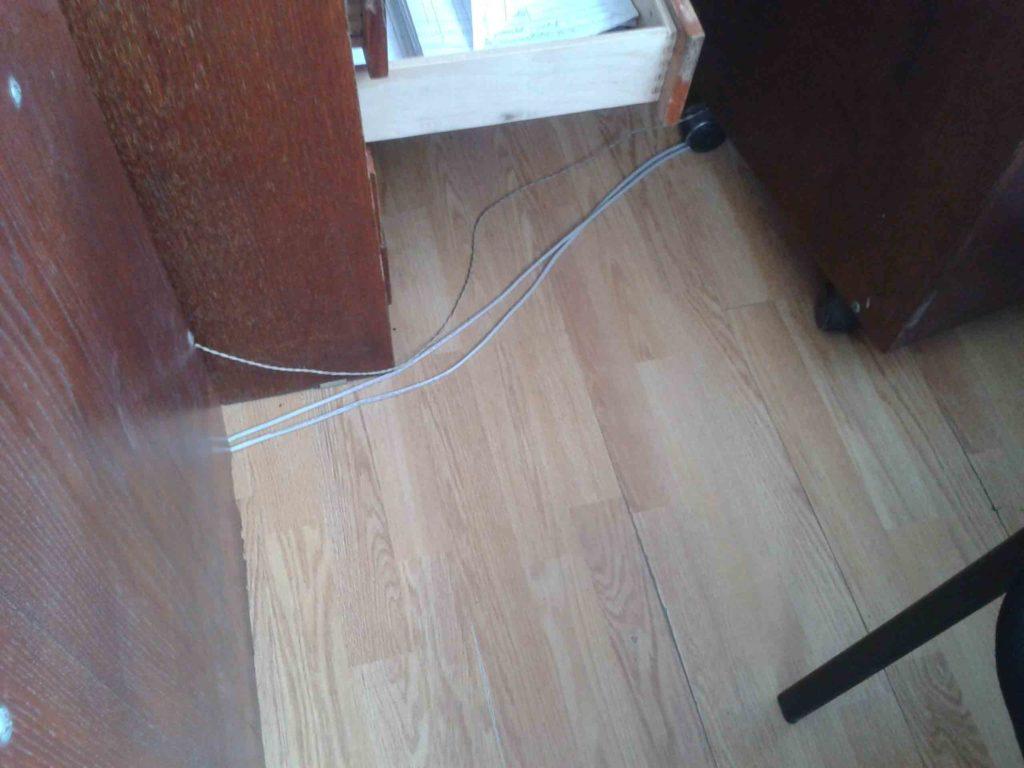 Монтаж дешевого интернет кабеля