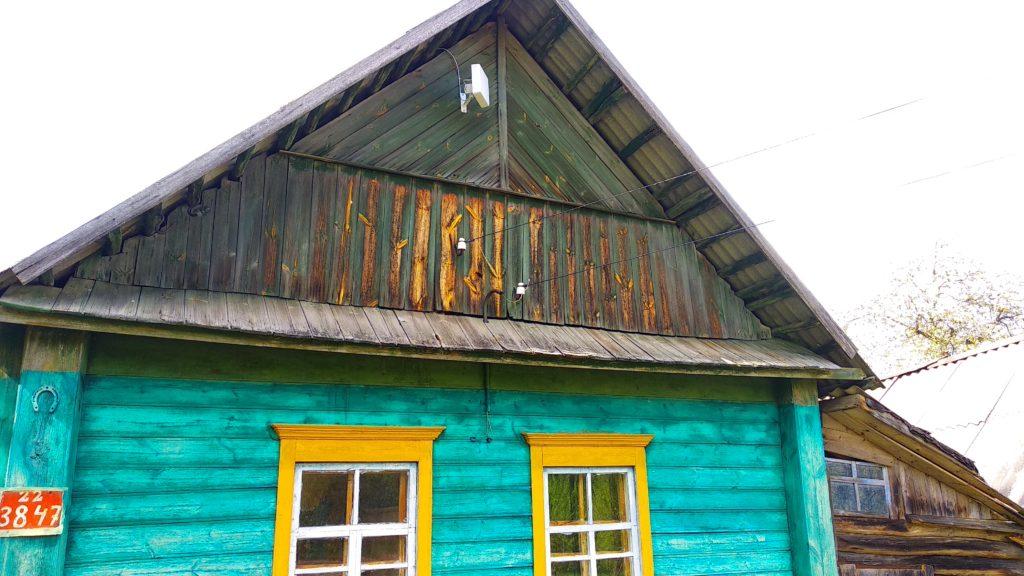 Деревянный дом, в котором провели интернет