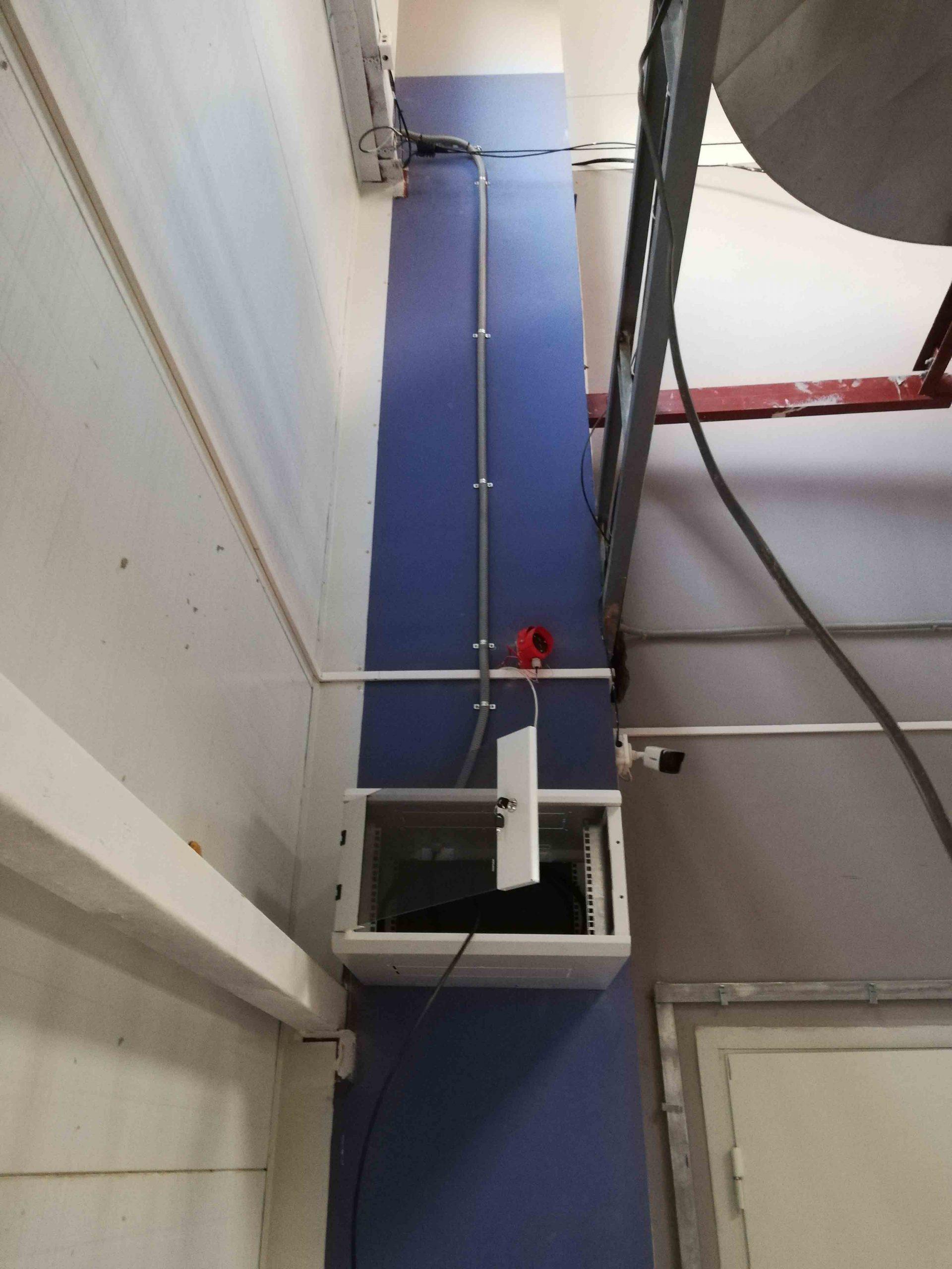 Монтаж настенного шкафа